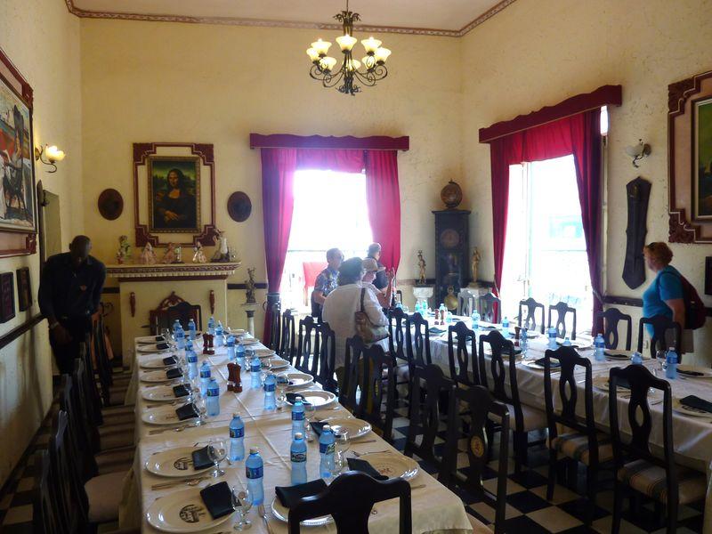 Paladar Moneda Cubana dining